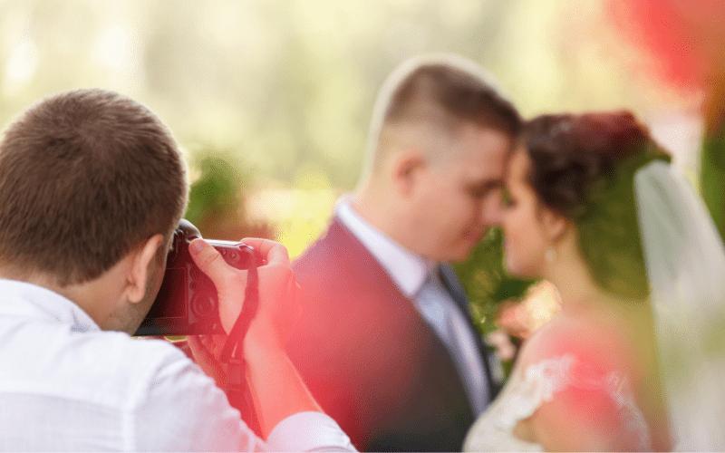 Sesja narzeczeńska element fotografii ślubnej.