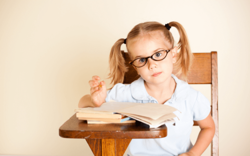 Dziewczynka z książką.